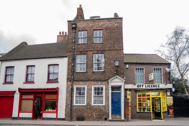 Terraced house for sale in High Street, Boston, Lincs