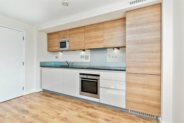 Thumbnail Flat to rent in Da Vinci Lodge, West Parkside, London