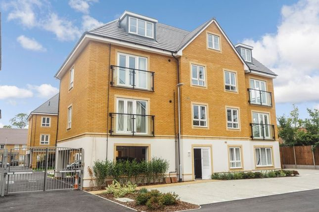 Flat in  Langley Road  Langley  Slough  Watford