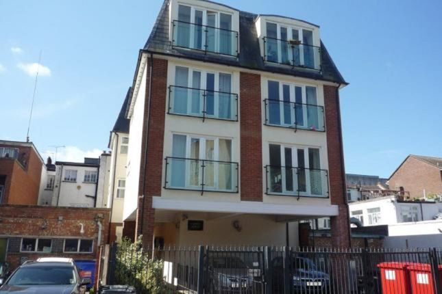 Thumbnail Flat for sale in Grove Parade, Slough