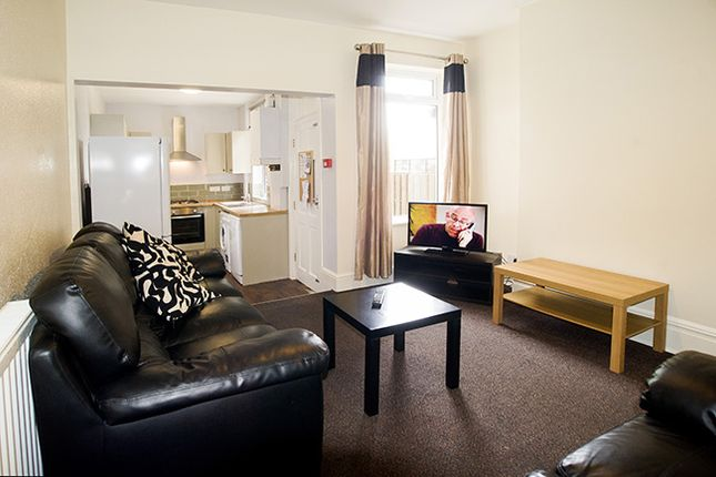 Thumbnail Shared accommodation to rent in Westbrook Bank, Sheffield