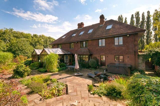 Thumbnail Detached house to rent in Teston Road, Offham, West Malling