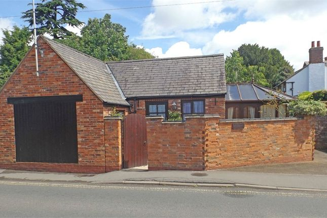 Thumbnail Detached bungalow for sale in Darlingscote Road, Shipston-On-Stour, Warwickshire