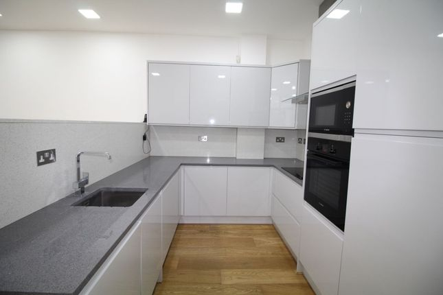 Thumbnail Flat to rent in Nightingale Grove, London