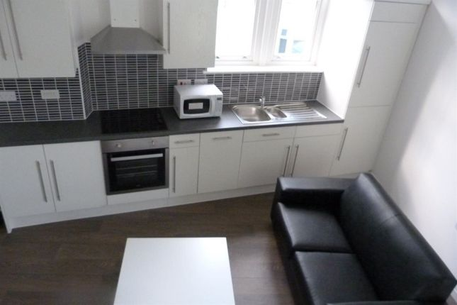Thumbnail Flat to rent in Wellfield Road, Roath, ( 3 Beds )