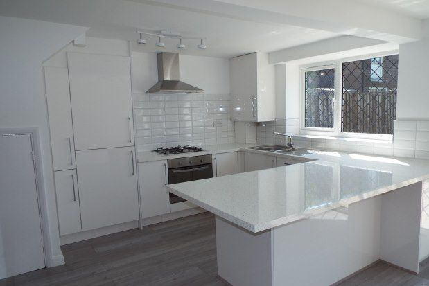 3 bed property to rent in Beech Mast, Gravesend DA13