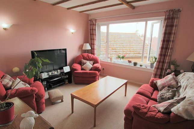 Lounge of Glamis Drive, Dundee DD2