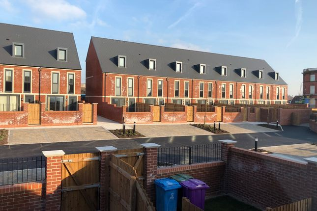 Thumbnail Town house to rent in Stanley Road, Liverpool