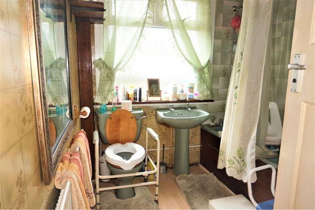 Bathroom of Ridge Road, Mitcham CR4