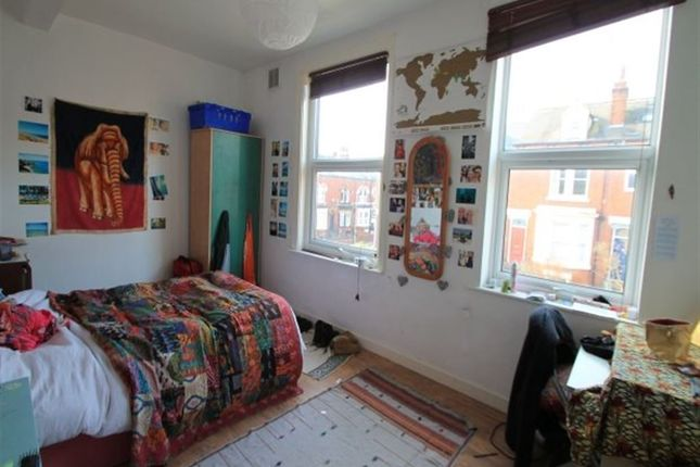 Thumbnail Terraced house to rent in Cliff Mount, Leeds
