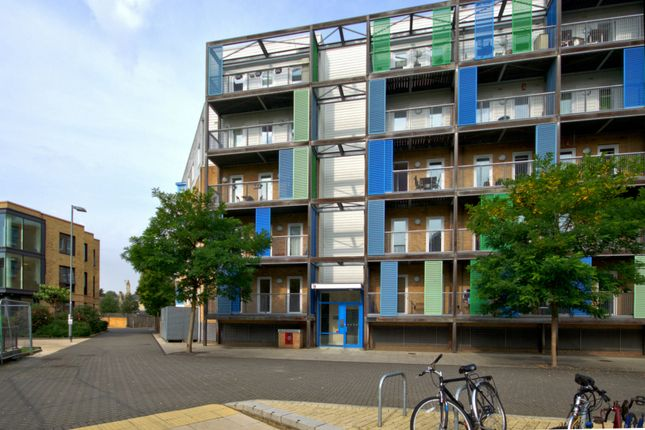 Thumbnail Flat for sale in Warren Close, Cambridge