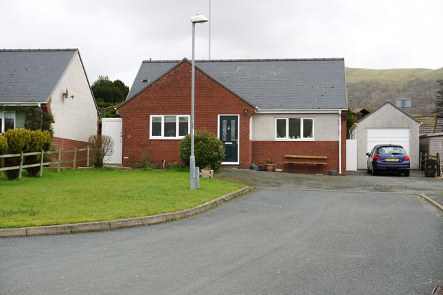 Thumbnail Detached bungalow for sale in 6 Maes Y Dderwen, Llanbrynmair