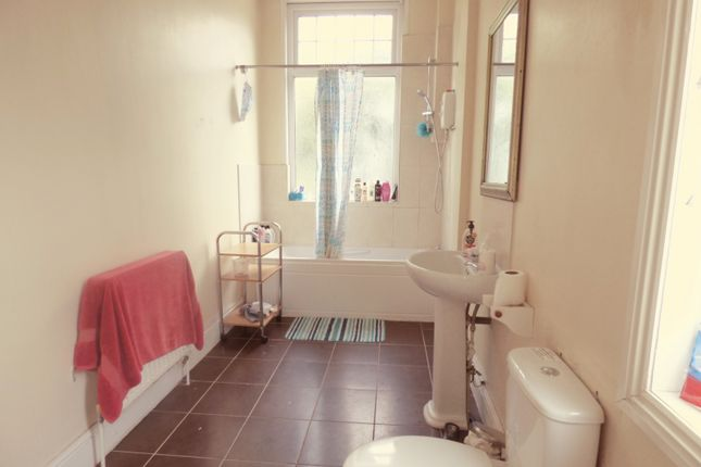 Bathroom 2 of Leslie Road, Forest Fields, Nottingham NG7