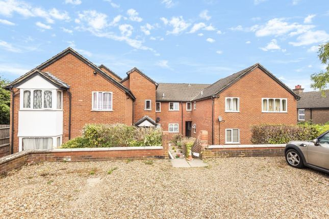 2 bed flat to rent in High Wycombe, Buckinghamshire HP12