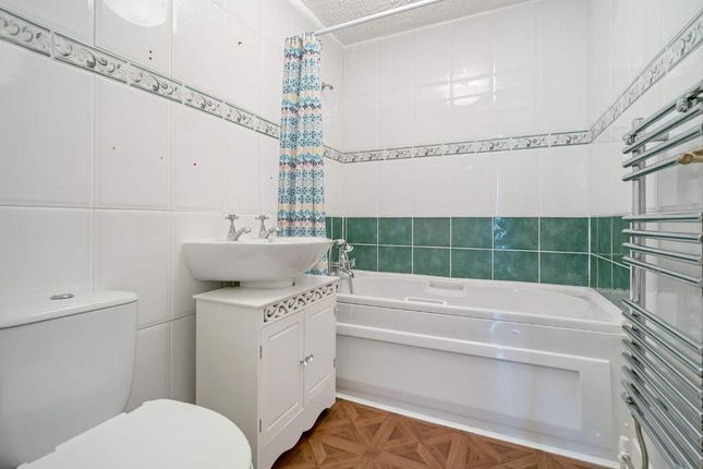 Bathroom of Whitevale Street, Glasgow, Lanarkshire G31