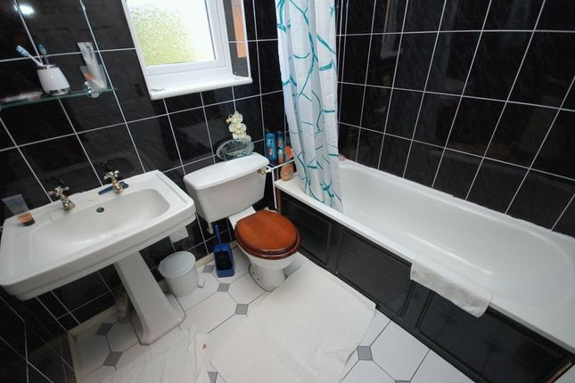 Bathroom/wc of West Avenue, Palmersville, Newcastle Upon Tyne NE12