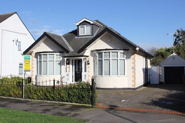 Thumbnail Detached bungalow for sale in Clifford Avenue, Hull