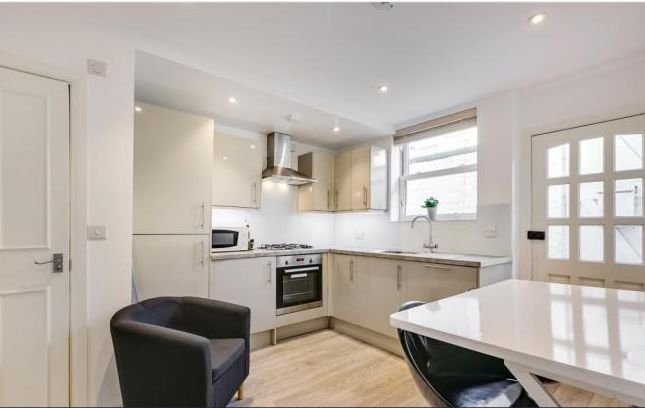 Studio to rent in Campden Hill Gardens, London
