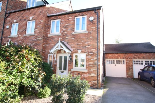 2 bed town house for sale in Maple Leaf Gardens, Worksop