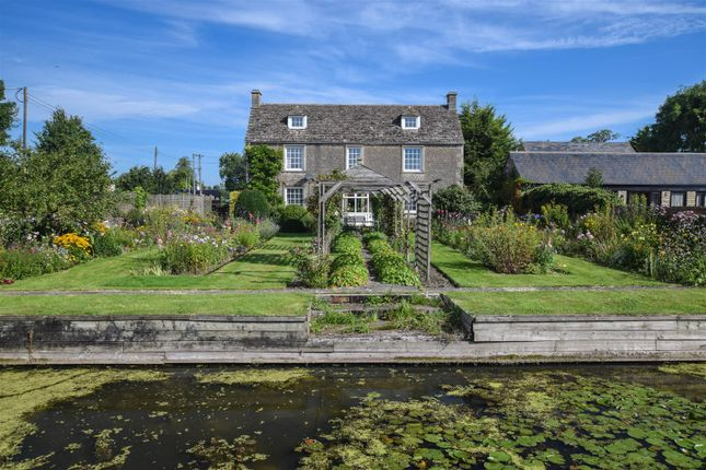 Thumbnail Detached house for sale in Cricklade Road, Purton, Swindon