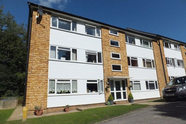 Thumbnail Flat for sale in Tupwood Lane, Caterham, Surrey