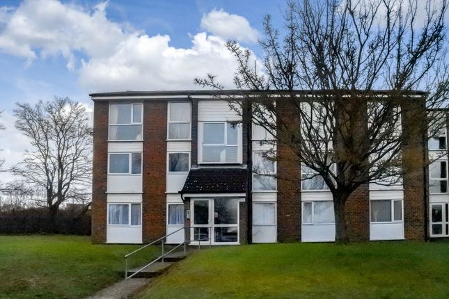 Flat to rent in Scott Close, Royston