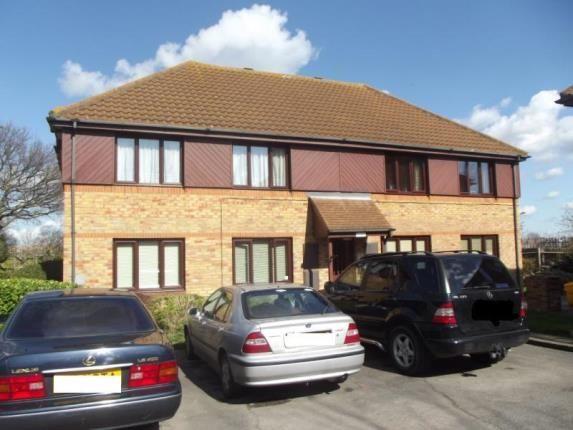 Thumbnail Maisonette for sale in Wickford Avenue, Basildon, Essex