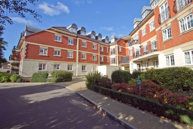 Thumbnail Flat to rent in Eastcote Road, Pinner, Middlesex