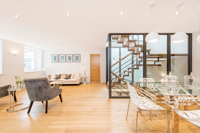 Thumbnail Town house to rent in Brewhouse Yard, London