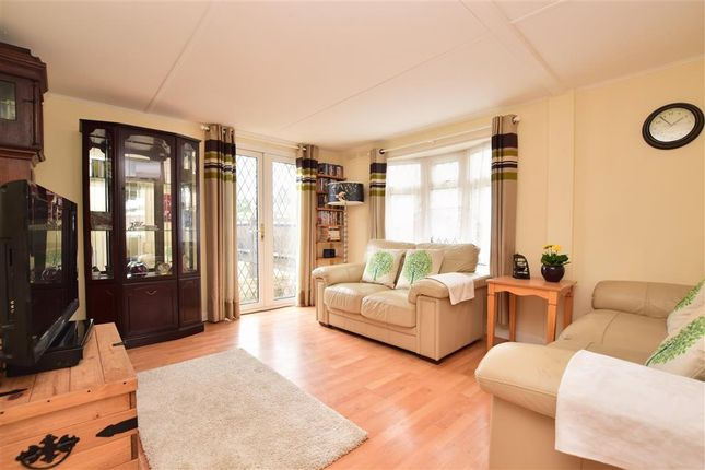 3 Bed Mobile Park Home For Sale In Boxhill Road Tadworth Surrey