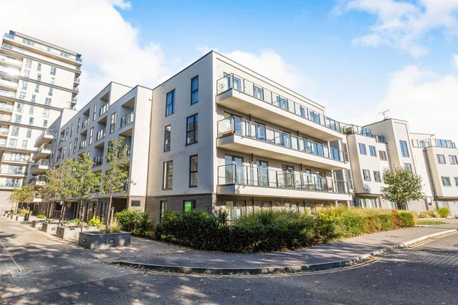 Thumbnail Flat for sale in Bradfield House, Bradfield Close, Woking
