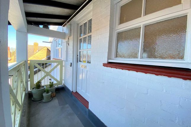 1 bed flat for sale in Crouch Street, Noak Bridge SS15