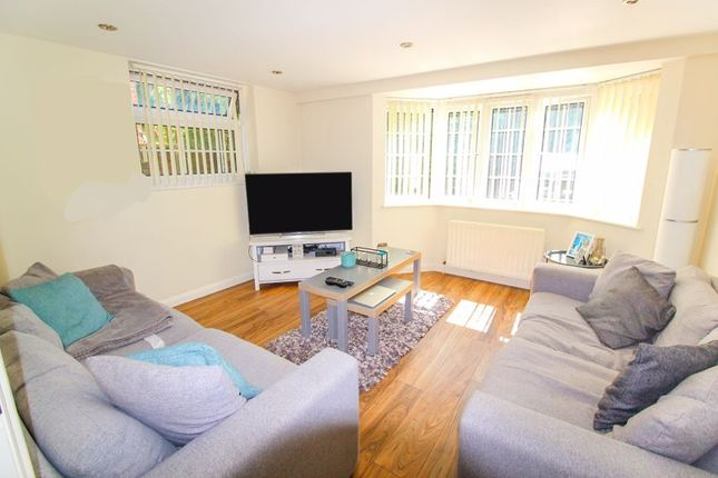 2 bed property to rent in Park Road, Kenley CR8