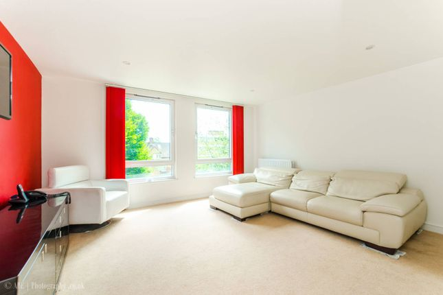Thumbnail Flat for sale in Winkfield Road, Wood Green