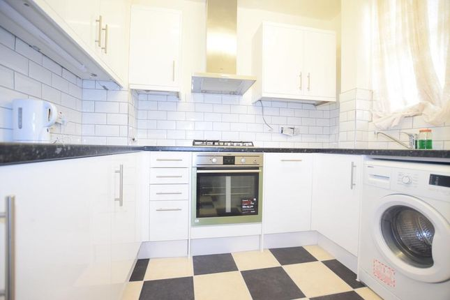 Thumbnail Flat to rent in Kennington Park Road, London