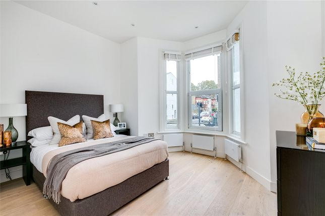 Thumbnail Flat for sale in Harwood Road, London