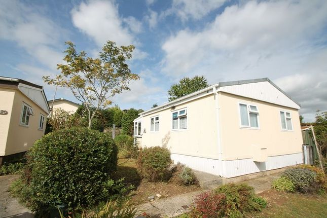 Thumbnail Bungalow to rent in Cheltenham Road, Bagendon, Cirencester