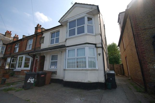 Thumbnail Flat to rent in Baddow Road, Great Baddow, Chelmsford