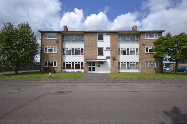 2 bed flat for sale in Grove Crescent, Croxley Green, Rickmansworth Herts WD3