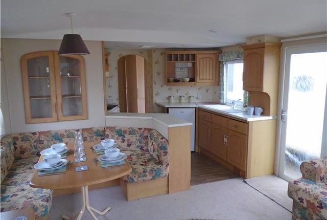 3 bed mobile/park home for sale in Rottenstone Lane, Scratby, Great Yarmouth