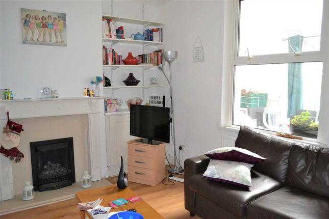 Middle Room of Pen-Y-Bryn Road, Heath/Gabalfa, Cardiff CF14