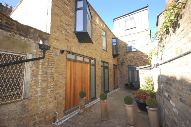 3 bed mews house to rent in Mount Pleasant Mews, Crouch Hil
