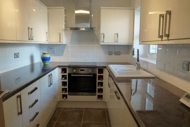 Thumbnail Flat to rent in Channings, Kingsway, Hove