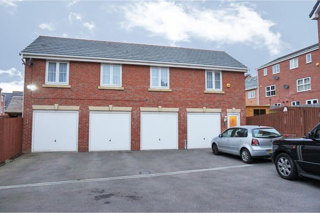 Thumbnail Flat for sale in Woodside View, Leeds