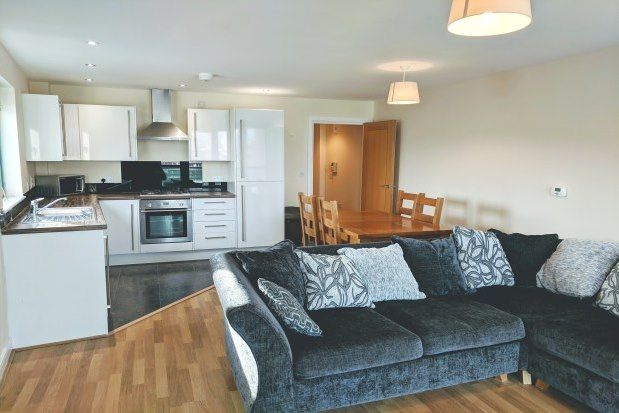 2 bed flat to rent in The Crescent, Plymouth PL1
