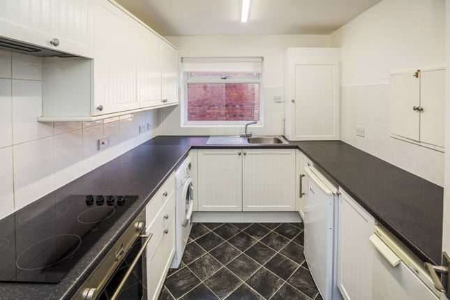 2 bed flat to rent in St. James Court, Vicarage Road CH2