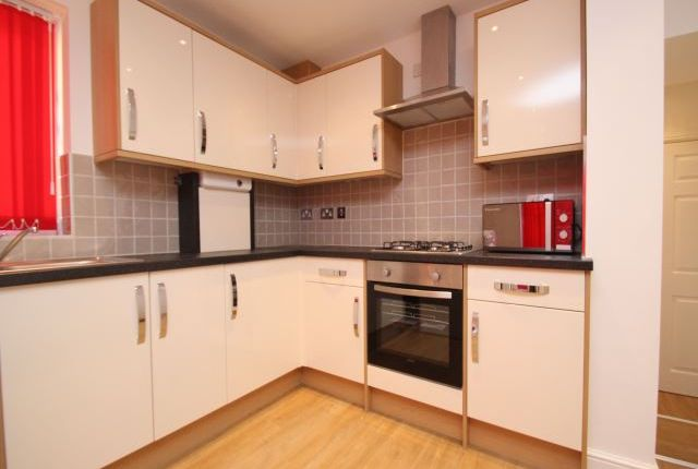 Thumbnail Terraced house to rent in Hyde Park Terrace, Hyde Park