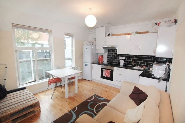 3 bed flat to rent in Herbert House, Old Castle Street, London