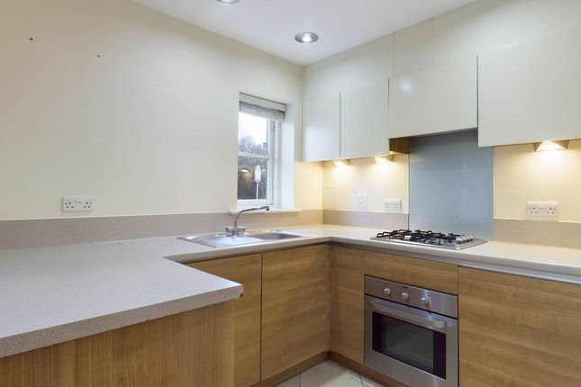 2 bed flat to rent in Talehangers Close, Bexleyheath, Kent DA6