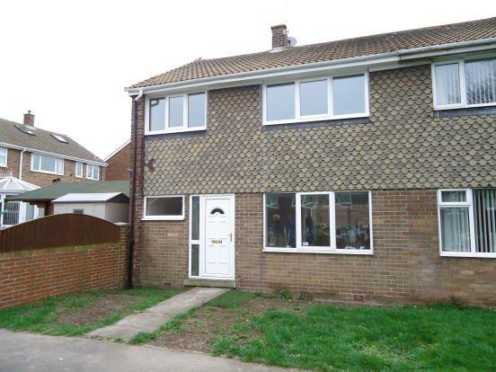 Thumbnail Town house to rent in Thackeray Walk, Knottingley
